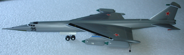 # zhopa035 Myasishchev M-52K with X-22 rocket 4