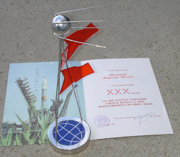 # spt299 SPUTNIK 30 years presentation model with diploma 3