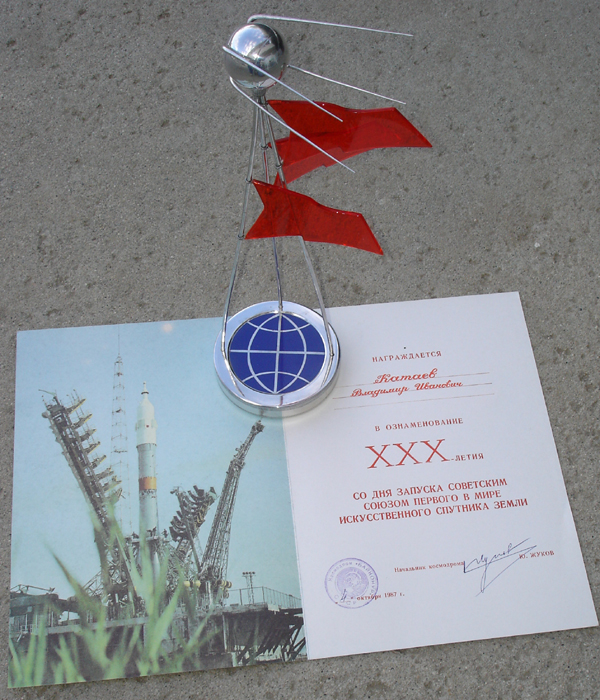 # spt299 SPUTNIK 30 years presentation model with diploma 4