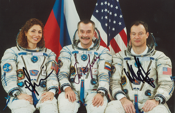 # cspc098 Soyuz TMA-9/ISS-14 crew signed 4 x 6 photos 3