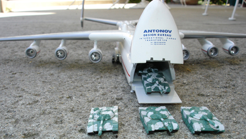 # antp092b            An-225 with five T-80 tanks details 1