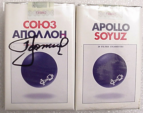 # un202            ASTP cigarette pack signed by A.Leonov 1