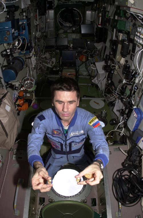 # pf065            Pins and medals flown of Soyuz TMA-2 and ISS 2