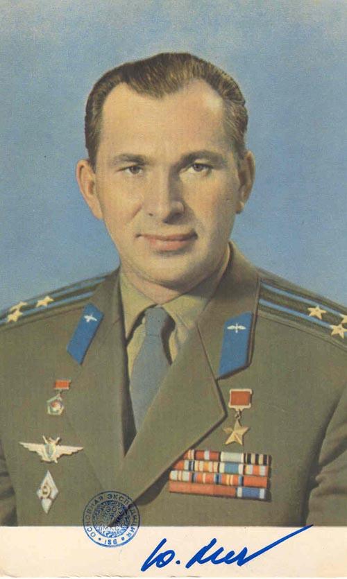 # ma361            Cosmonaut Pavel Belyayev cards 1