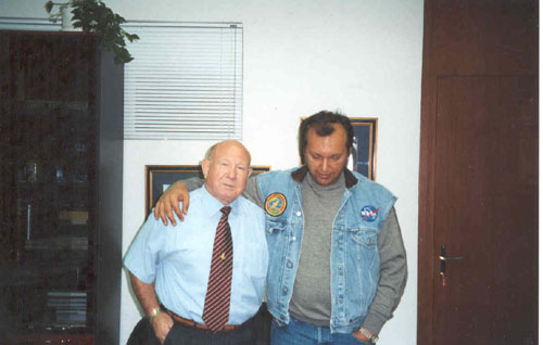 # ic140 Photos with a friend-cosmonaut Alexei Leonov in his Alfa-bank office in Moscow.September 1991 2