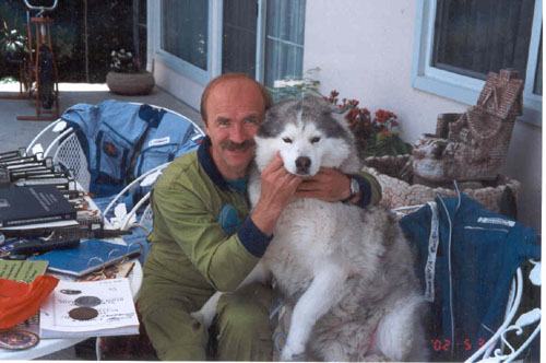 # ic760            Cosmonaut Alex Poleshuk in my house june 2002 2