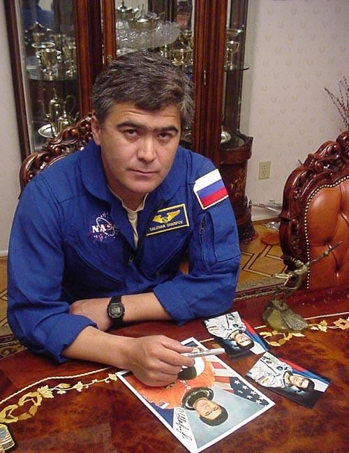 # ic084            Visit of cosmonaut Sharipov in June, 2003 3
