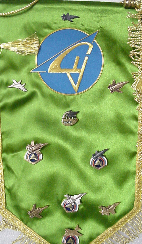 # abp200            Sukhoi and MIG presentation pins on pennants 2