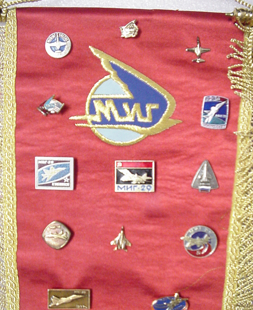 # abp200            Sukhoi and MIG presentation pins on pennants 4