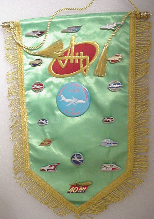 # avpnt113            AN-124 pins on pennant with Antonov logo 1