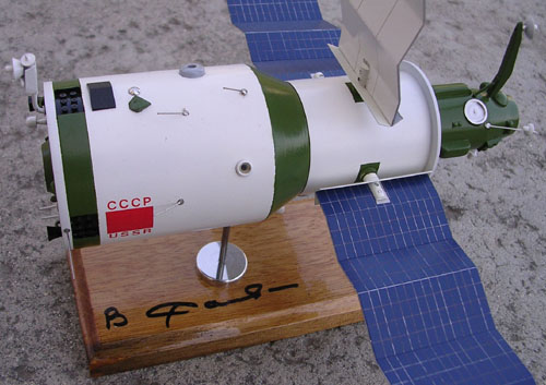 # sm152            Salyut-6 space station model autographed by Savinykh 3