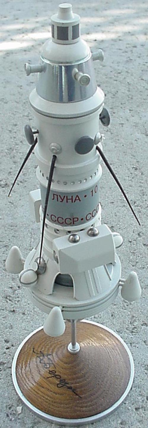 # sm180            Luna-10 model from cosmonaut A.Berezovoy 1