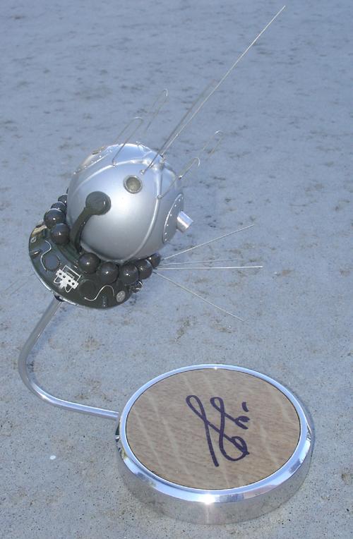 # sm008            Cosmonaut Bykovskiy autographed Vostok model 3