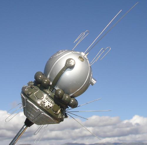 # sm008            Cosmonaut Bykovskiy autographed Vostok model 4