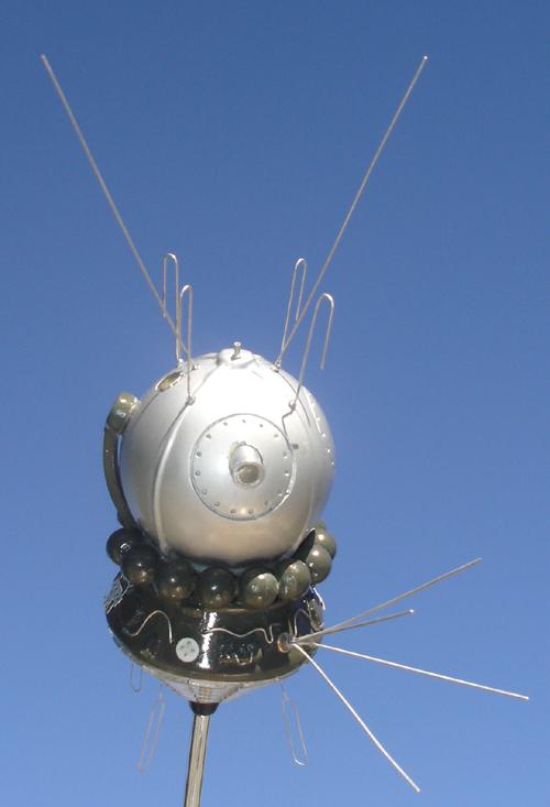 # sm008            Cosmonaut Bykovskiy autographed Vostok model 5