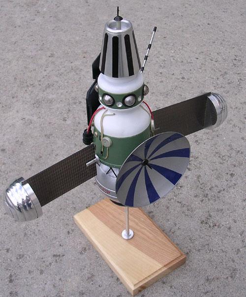 # sm215            Zond-3 Lunar fly-by mission ship model 1