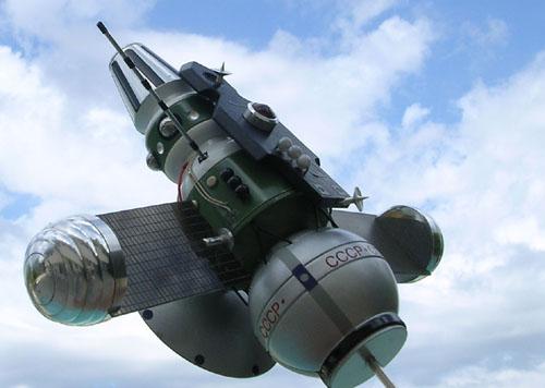 # sm215            Zond-3 Lunar fly-by mission ship model 4