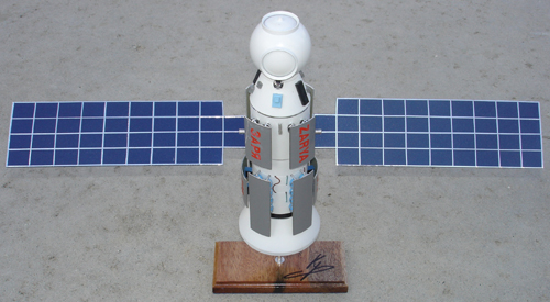 # sm300a            Zarya-ISS model signed by cosmonaut S.Krikalev 1