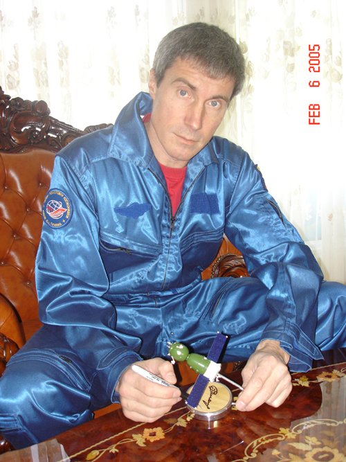 # sm010a            Soyuz TMA ship model signed by Krikalev, Zaletin, Malenchenko 1