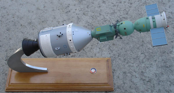 # sm150            Soyuz-Apollo presentation detailed model 1