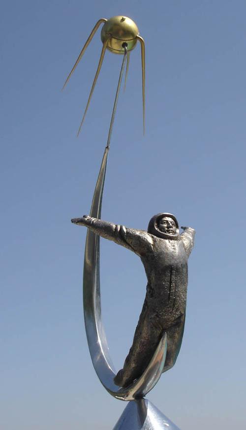 # sm118b            Sputnik-Cosmonaut metal desktop sculpture-model 3