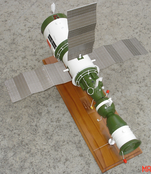 # sm007            Salyut-6/Soyuz Space Station model 2