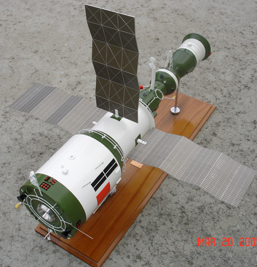 # sm007            Salyut-6/Soyuz Space Station model 3