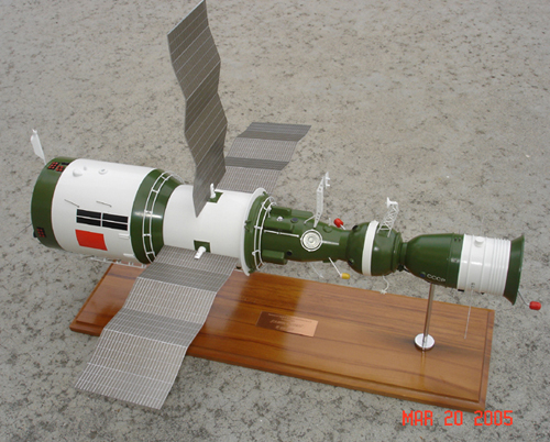 # sm007            Salyut-6/Soyuz Space Station model 4