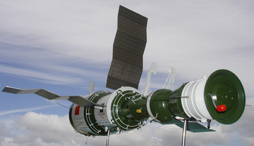 # sm007            Salyut-6/Soyuz Space Station model 5