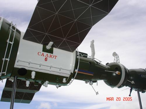 # sm007a            Additional images Salyut-6/Soyuz model 1