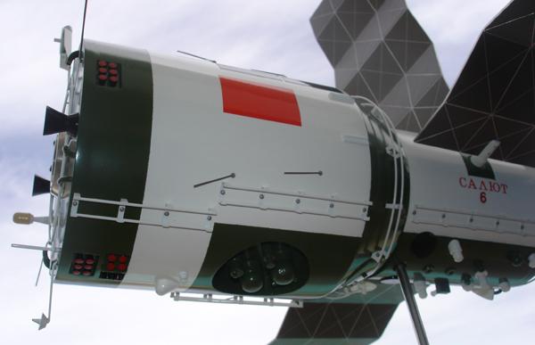# sm007a            Additional images Salyut-6/Soyuz model 2