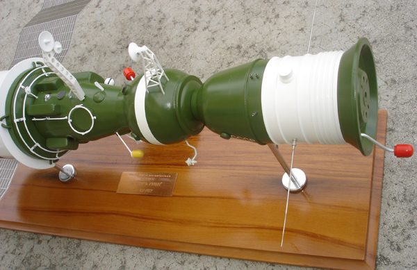 # sm007a            Additional images Salyut-6/Soyuz model 4
