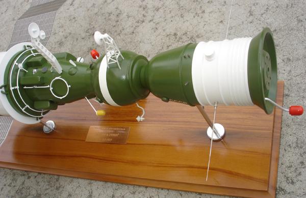 # sm007a            Additional images Salyut-6/Soyuz model 4