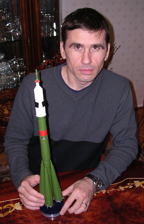 # sm011b            Soyuz TMA launch rocket signed by Yuri Malenchenko 1