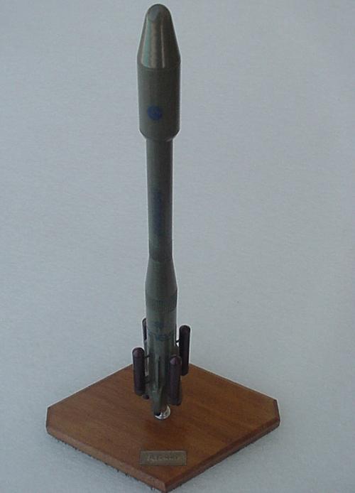 # sm604            AR-44L Ariane-4 rocket 2