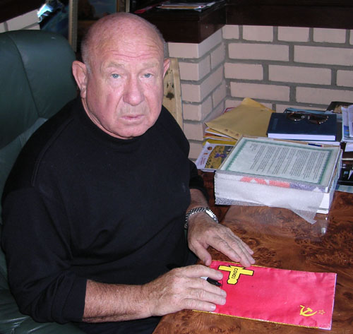 # astp096            ASTP commemorative flags signed by Leonov 4