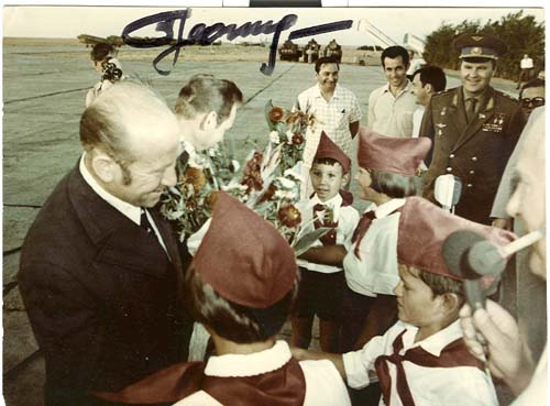 # astp963            Leonov with Young Pioneers signed photo 1