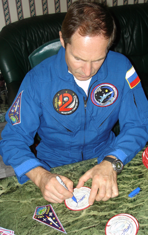 # spp093            Autographed Personal patches of ISS-12 crew 4