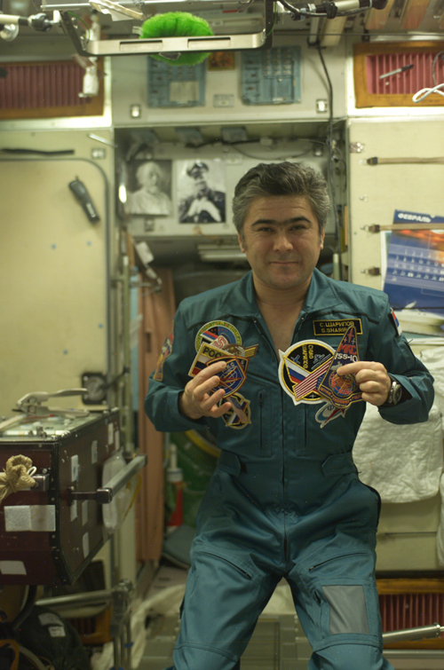 # spp099a            ISS-10, Soyuz TMA-5 patches on board station 1