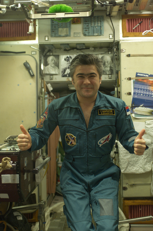 # spp099a            ISS-10, Soyuz TMA-5 patches on board station 4