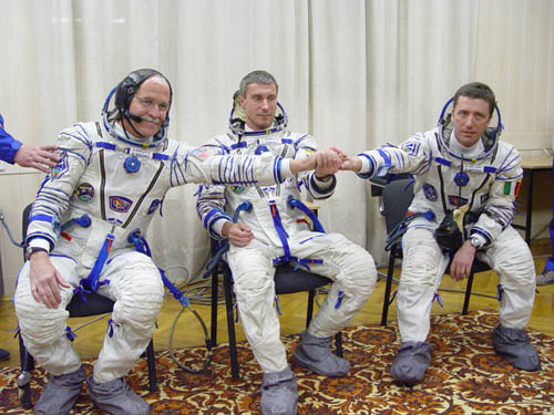 # spp097b            Soyuz TMA-6 patch on Sokol suits 1