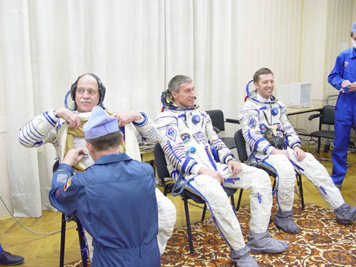 # spp097b            Soyuz TMA-6 patch on Sokol suits 2