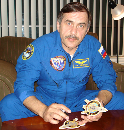 # spp089b            Soyuz TMA-8 patch for official photo 3