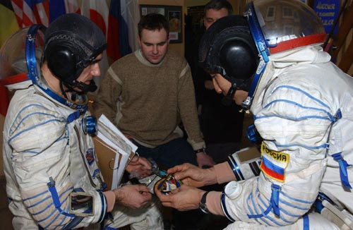 # spp100            New Patches of ISS expedition-7 2