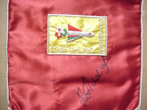 # pnt120            Soyuz TM-5/MIR pennant autographed by cosmonaut Vladimir Lyakhov 3