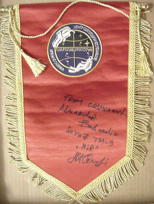 # pnt136            Cosmonaut Training Center Hydrolaboratory pennant signed by A.Balandin 1