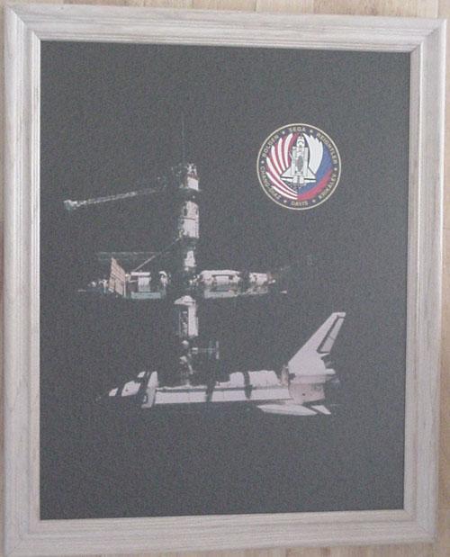 # pstnew117            MIR-Shuttle large framed photo 1