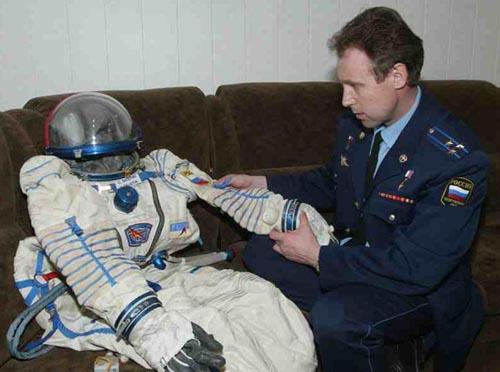 # h052            Soyuz TMA-ISS-TM-34 Sokol suit 1
