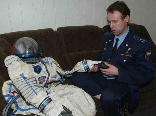 # h052            Soyuz TMA-ISS-TM-34 Sokol suit 2