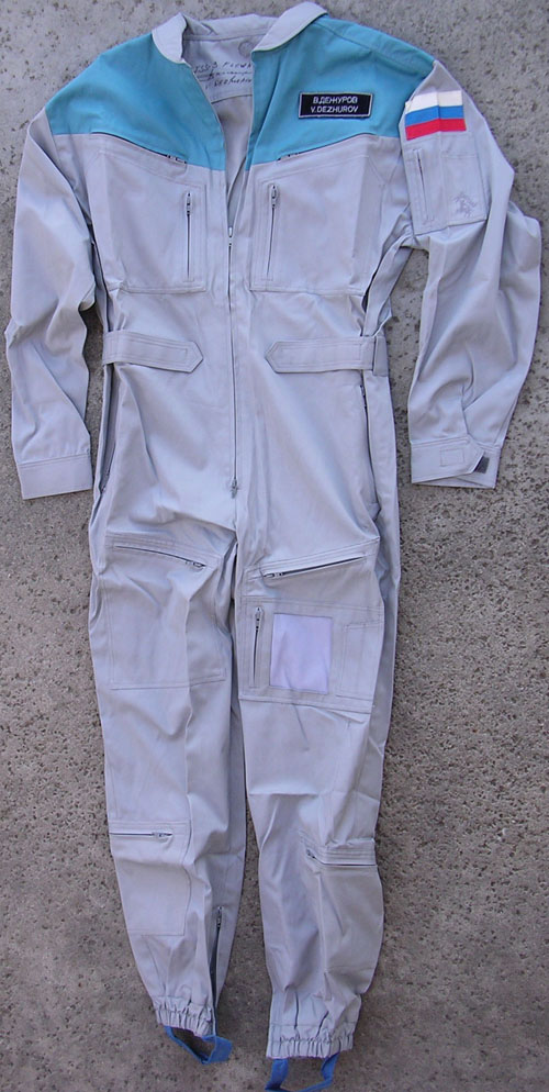 # h051a            STS-105/ISS-3/STS-108 flown suit of V.Dezhuro 2